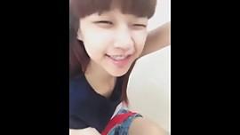 Novinha japonesa  mostrando a buceta