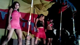 Tamil mujra girl flashing her pussy to crowd